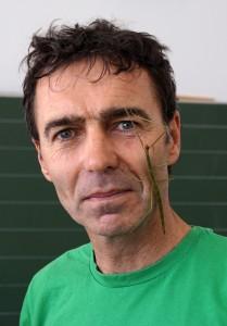 Wolfgang Bacher mit Stabschrecke